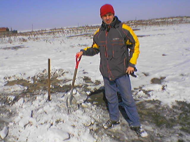 Как мы, владивостокские бейсболисты очищали стадион Детской бейсбольной Лиги города Владивостока от снега, готовясь к сезону 2005 года.