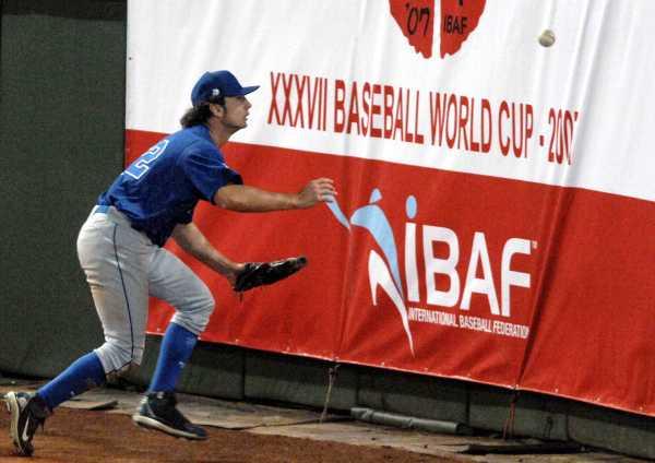 outfielder, ball, аутфилдер, мяч, ограждение, fence